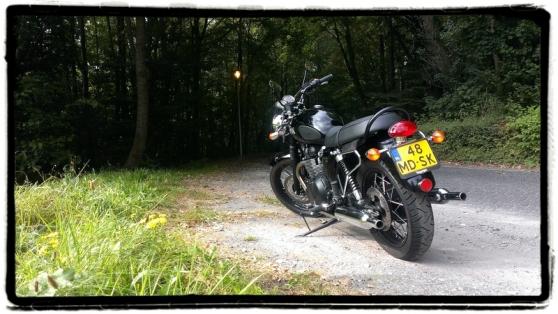 triumph-bonneville-t100-black-achterkant