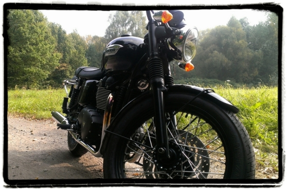 triumph-bonneville-t100-black-close