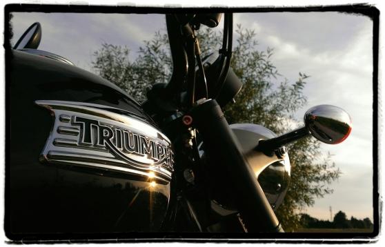 triumph-logo-bonneville