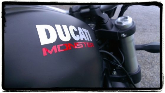 ducati-monster-821-dark