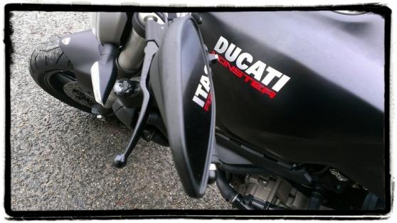 ducati-monster-821-spiegel