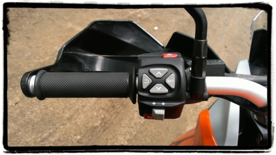 ktm-1050-adventure-bediening-stuur