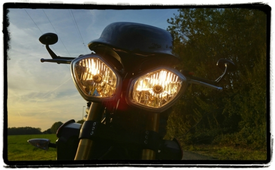 triumph-speed-triple-r-headlights