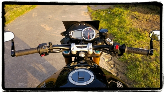 triumph-speed-triple-r-steering-wheel