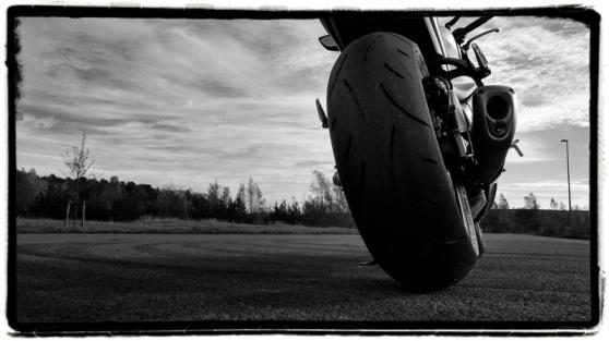 suzuki-gsx-s1000f-tire