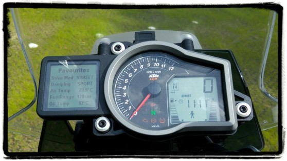 ktm-1290-superduke-gt-dashboard