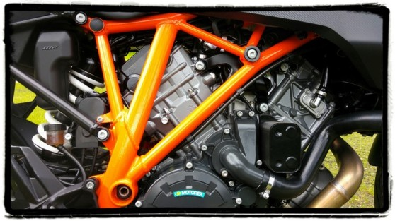 ktm-1290-superduke-gt-engine